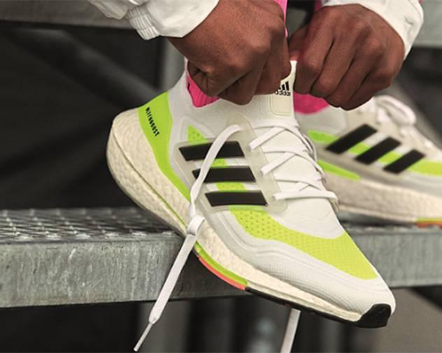 "adidas 推出Ultraboost 21跑鞋""能量黄""配色"