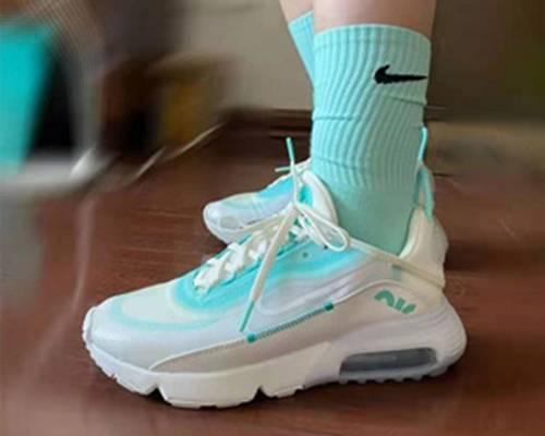 Nike Air Max 2090 女士运动鞋 绿色款5折$74.97