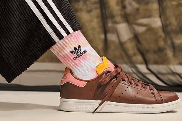 Adidas美国官网现有精选商品第二件半价促销,折扣区参加